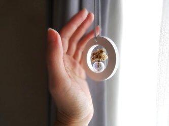 アロマストーン ■ 丸い窓辺の風景 シャボン玉の花瓶 ■ 小さなブーケつきの画像