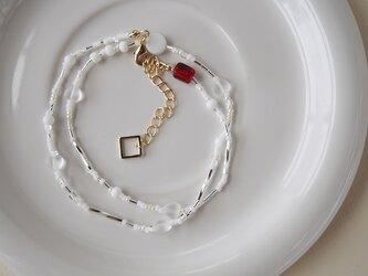 白が好き‼ ヴィンテージ&海外ビーズの軽いネックレスの画像