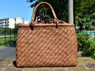 山葡萄(やまぶどう)リング取手籠バッグ | 網代編み | 巾着と中布付き | (約)幅34cmx高さ24cmx奥行12cmの画像