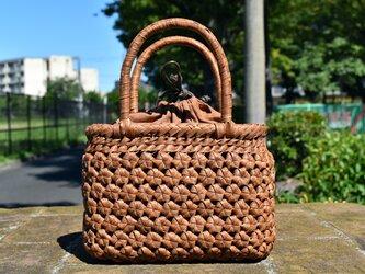 山葡萄(やまぶどう)籠バッグ   六角花結び編み   巾着と中布付き   (約)幅20cmx高さ15cmx奥行10cmの画像
