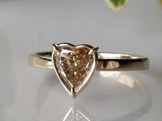 ハートシェイプイエローダイヤモンドリングの画像