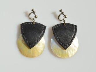 【sandwich earring】ブラックの画像