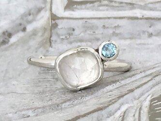 ローズカットレインボームーンストーン&ブルートパーズ・イヤーカフ(silver)の画像