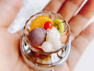甘味処の白玉クリームあんみつ ピルケース スイーツデコの画像