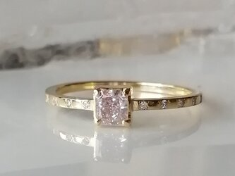 ファンシーライトピンクダイヤモンドリングの画像