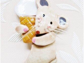 ソフトなネズミ(粘土ブローチ)・IBー21の画像