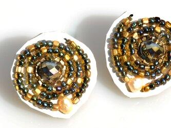 【spiral earring】ホワイト×ゴールドの画像