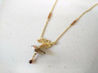ヒヨドリのネックレス(ガーネット)の画像