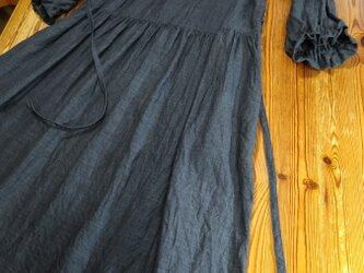 七分袖のゆったりワンピース(グレー)の画像