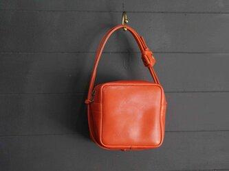 Pure Red・キューブポシェット◎内装キーホルダー付き:ポケット機能充実しています。の画像