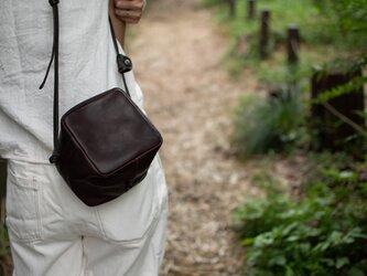 Oild Dark Brown・キューブポシェット◎内装キーホルダー付き:ポケット機能充実しています。の画像