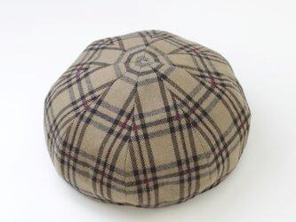 秋の定番帽子◎チェックがおしゃれなベレー帽の画像