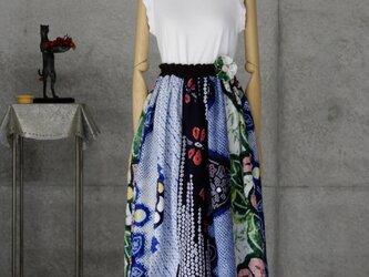 着物リメイク 有松絞りのスカート/フリーサイズ 裏地付き /ブローチ付きの画像