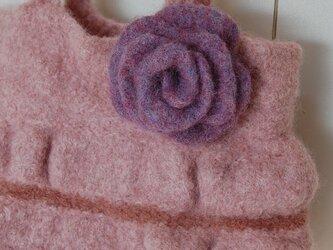 ベビーピンクのふわふわウールバッグの画像