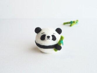 【受注製作】まゆパンダ~竹のおやつを持って~  羊毛フェルトの画像