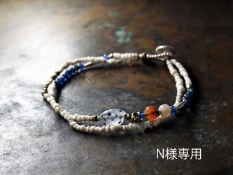 「N様専用」古代施釉水晶と古代カーネリアン、古代瑪瑙、oldチンシルバー、ブルー&ホワイトビーズの2連ブレスの画像