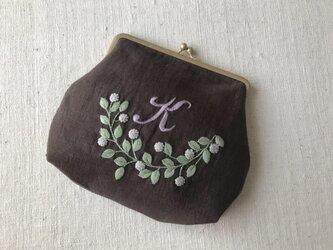 garden「 K」手刺繍がま口ポーチの画像