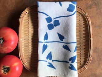 藍染めハンカチ  蔓ならびの画像