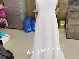 優雅 ウエディングドレス 光沢サテン くるみボタン 背中見せ 花嫁撮り くるみボタンの画像