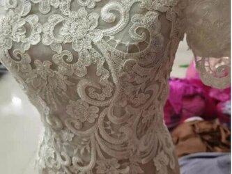 高品質! ボレロ ウエディングドレス 3D立体レース刺繍 キラキラ オフショルダーの画像