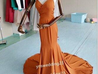前撮りドレス カラードレス テラコッタ色 背中見せ マーメイド 結婚式の画像