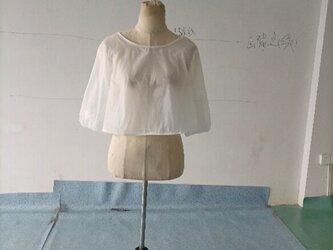 ウェディングドレスの上に羽織 ゆったりとしたボレロ くるみボタン 結婚式 2次会の画像