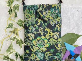 着物リメイク 染め大島の緑の花柄 スマホポーチ ハンドメイドの画像