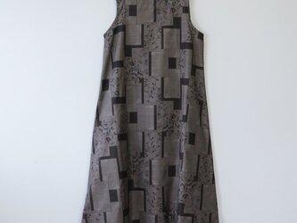 *アンティーク着物*色紙に花模様泥大島紬のワンピース(Lサイズ・9マルキ)の画像