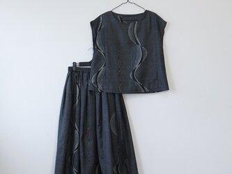 *アンティーク着物*よろけ縞と菱模様藍大島紬のセットアップ(Mサイズ・裏地つき・割り込み絣)の画像
