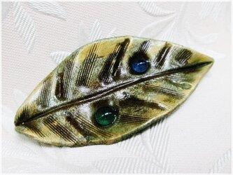 水滴の葉っぱ(粘土ブローチ)・IBー44Aの画像