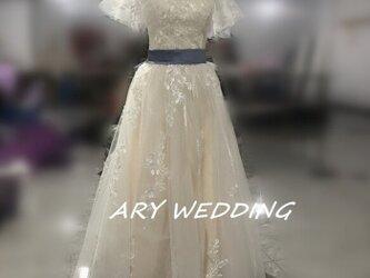 フランス風 ウエディングドレス Vネックドレス 薄シャンパンの色 取り外し可能 リボン 可愛 憧れのドレスの画像