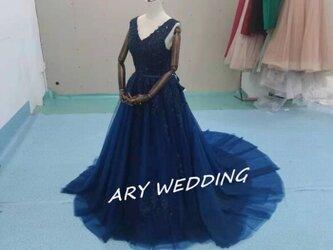 大人気上昇 カラードレス ネイビー Vネックドレス 華やかなトレーン 憧れのドレス 演奏会/音楽会/発表会など/教会の画像
