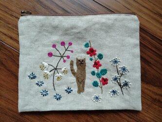 手刺繍☆リネンのポーチ☆猫の散歩の画像
