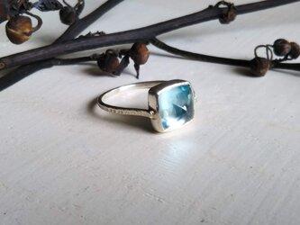 sky blue topaz ringの画像
