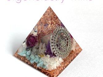 少し大きめピラ 富を司るシュリヤントラ 幸運 人生の喜び 愛情 ピラミッド型オルゴナイトの画像