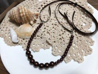 送料込・チョコレートブラウン3のパール・リボンのネックレスの画像