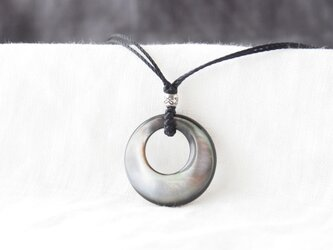 Moon Pendant(ブラックシェル×カレンシルバー)の画像