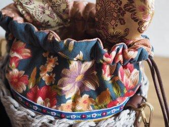 可愛いウサギの台湾花柄の巾着かごバッグ(一点作品/送料無料)の画像
