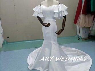 美品!フランス風ウエディングドレス オフホワイト 光沢サテン オフショル 憧れ 結婚式 ドレスの画像