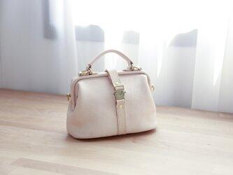 【柔らかいヌメ革】フラットタイプのがま口バッグ 手作りのレザーショルダーバッグ 2WAY 中型鞄の画像