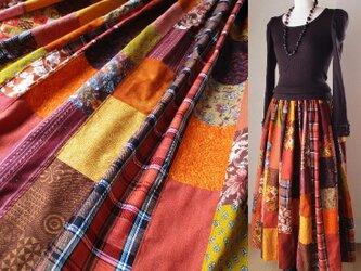 絵画なパッチワークロングスカート♥ダークオレンジ ウエストゴム マキシ丈 たっぷりギャザーの画像