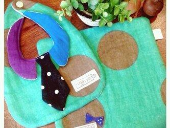 8重ガーゼの襟&ネクタイつきスタイとハンカチセット グリーンの画像