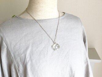 ナチュラルキューブのネックレス (強化ガラス)の画像