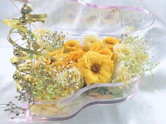 プリザーブドフラワー/ピアノアレンジ黄色の薔薇の祝福の音色(フラワーケースリボンラッピング付き)の画像