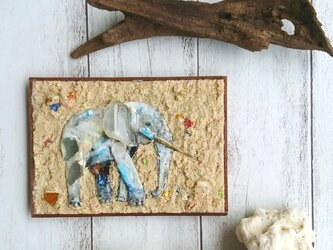 Seaglass & Plasticwaste Walldecoration ゾウの画像