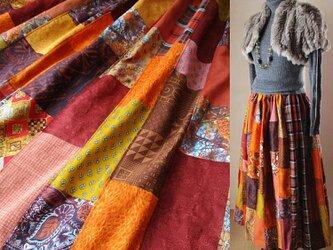 秋♥80㎝丈 絵画なパッチワークロングスカート テラコッタオレンジ ウエストゴム たっぷりギャザースカートの画像