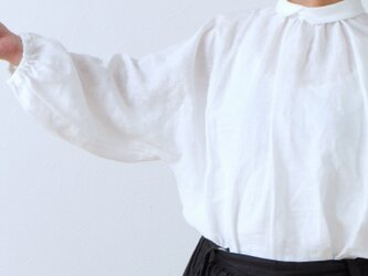 バックくるみ釦が大人かわいいボリューム袖フレンチリネンブラウス九分袖:ホワイトの画像