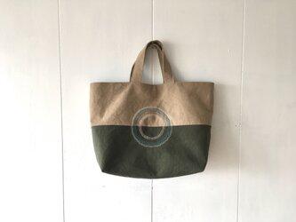 秋色の手提げ鞄の画像