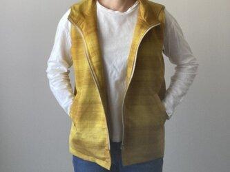 着物リメイク パーカーベスト 黄紬の画像
