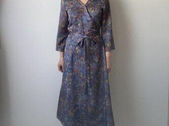 着物リメイクカシュクールワンピース ブルーグレー更紗の画像